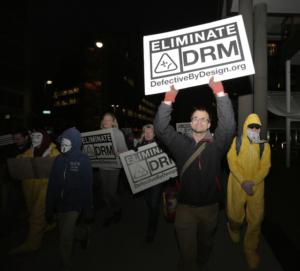 ANSOL e AEL organizam demonstração contra algemas digitais no encontro da W3C