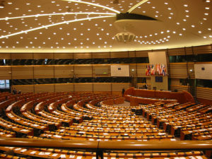Só vocês podem endireitar o direito de autor. É preciso contactarmos os Deputados Europeus!